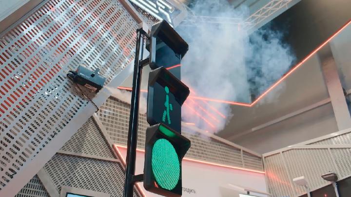 На тюменских водителях опробуют светофоры, проецирующие лазером «стену»