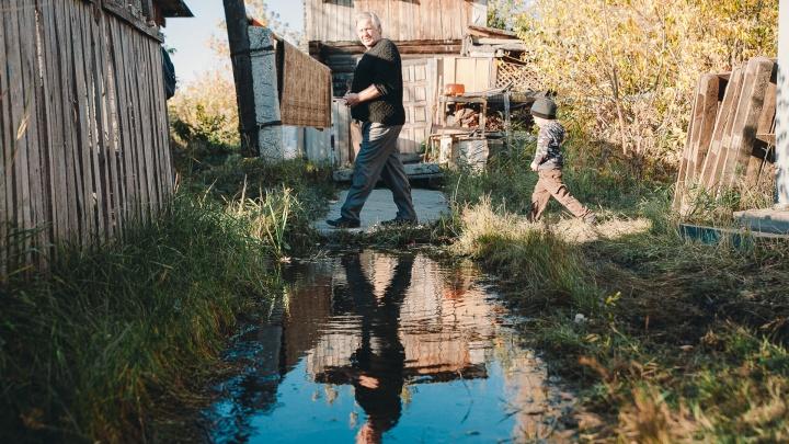 Заливает кипятком и ливневой водой, урожай погиб: разбираемся, почему топит дома на Береговой