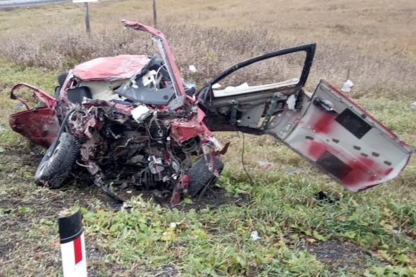 Водитель и два пассажираRenault погибли