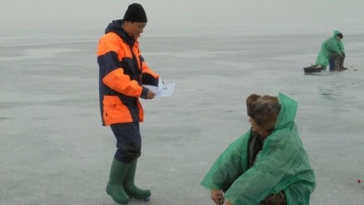 Ростовских рыбаков предупреждают об опасности первого зимнего лова