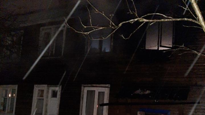 В пожаре на Кегострове погибли мать с дочерью