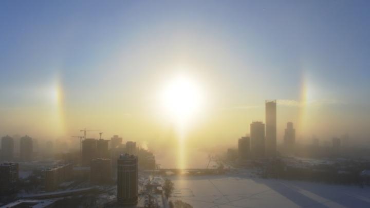 Мороз — это красиво! Екатеринбуржцы сделали десятки фотографий солнечного гало