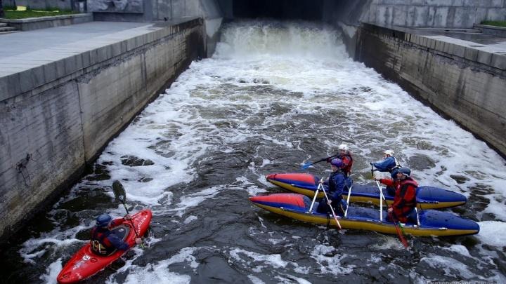 Ловили лосося на Плотинке и боролись с водной стихией: «Майский экстрим» в прямом эфире