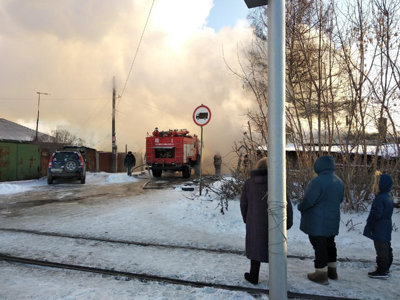В ликвидации пожара было задействовано 32 человека и пять единиц техники