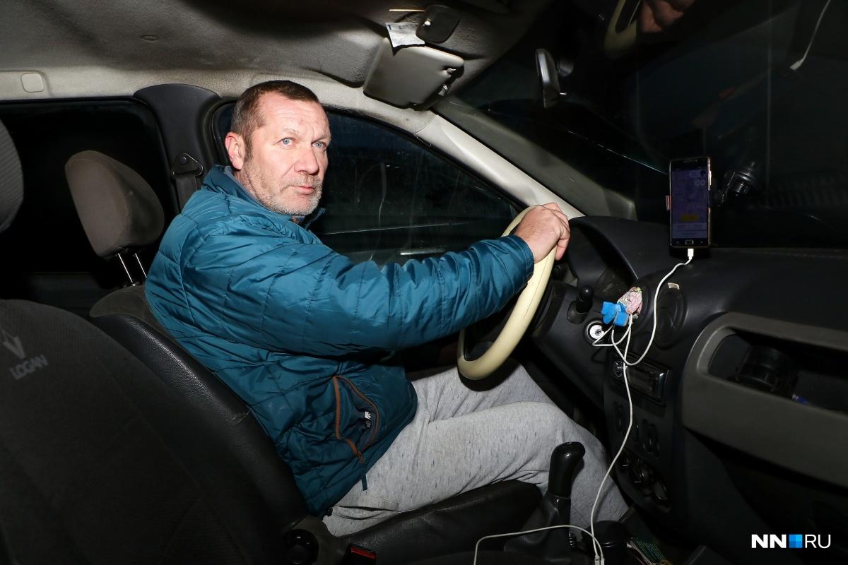 Игорь уже давно работает в такси и считает, что при существующей ценовой политике таксисту даже не выгодно содержать свой автомобиль