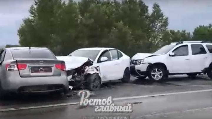 На трассе Ростов — Батайск столкнулись три автомобиля