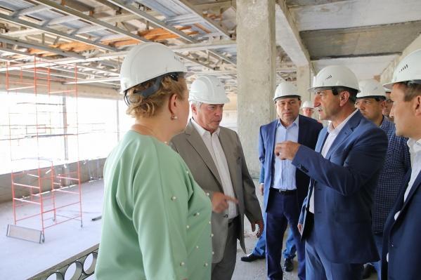 Губернатор Василий Голубев на встрече с подрядчиками