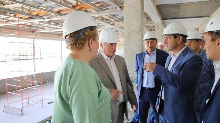 Выпали из графика: ремонт Дворца спорта в Белой Калитве могут не успеть завершить в срок