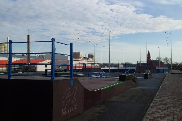 Устанавливать скейт-парк начали в конце октября