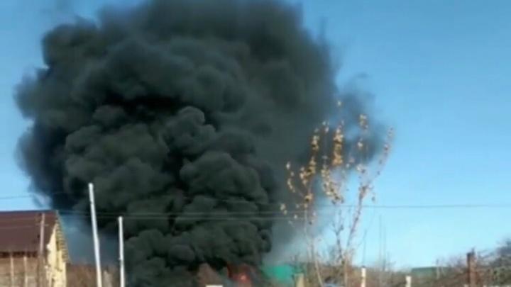 Жег покрышки, или загорелся гараж с бочками с керосином: в Башкирии при пожаре пострадал мужчина
