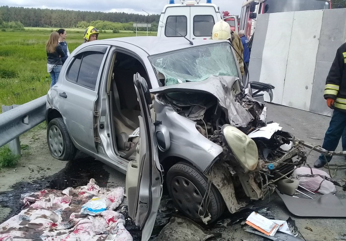 Беременная женщина, которая была за рулем Nissan, находится в тяжелом состоянии