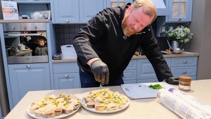 Пермский повар через суд взыскал зарплату с кафе, которое показали в передаче «На ножах»