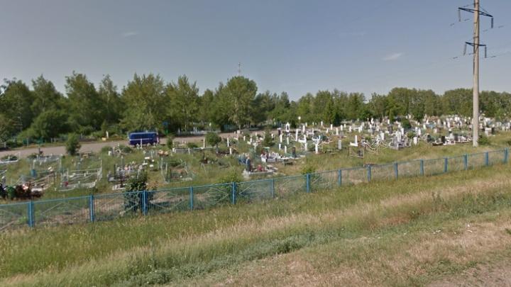 В Башкирии надругались над могилой девушки