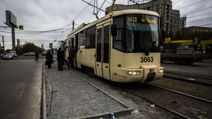 На остановке трамвая № 13 сделали платформу для пассажиров