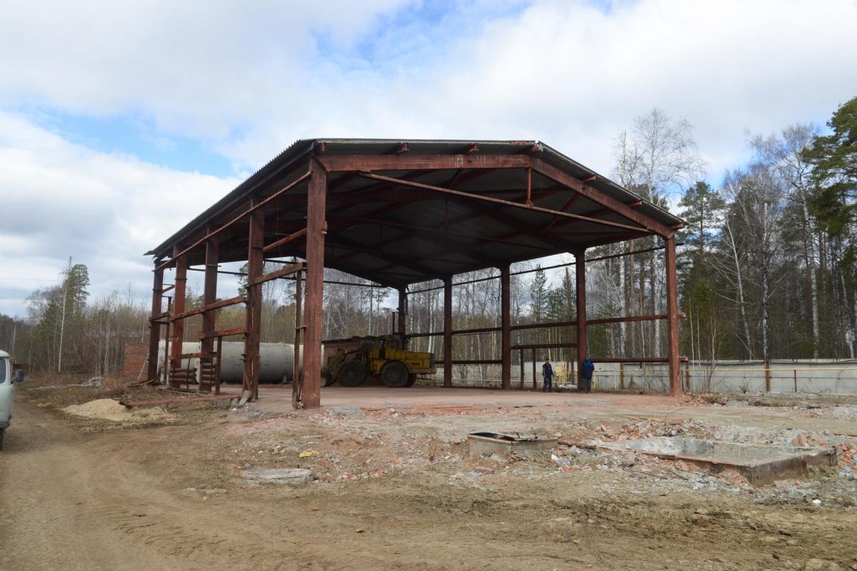 Пуск комплекса очистных сооружений намечен на октябрь. На территории птицефабрики сделан каркас будущего здания