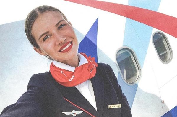За звание самой красивой стюардессы поборются 16 девушек