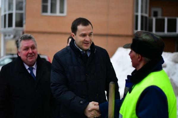 Владимир Волков поблагодарил дворника, который расчистил двор