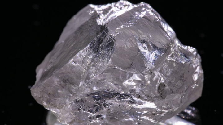 «Не имеет изъянов»: в Архангельской области добыли крупный кристально-прозрачный алмаз