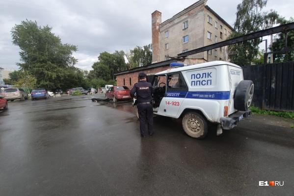 В деталях произошедшего разбираются полицейские и следователи
