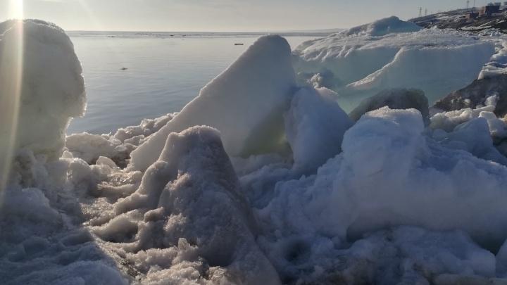«Лето почти настало»: на Енисее на севере Красноярского края начался ледоход