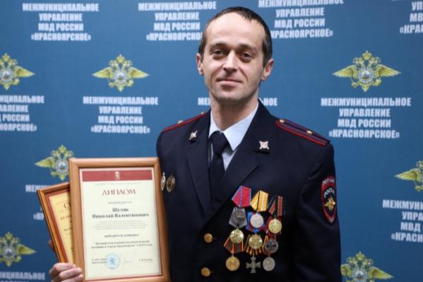 Николай Шуляк служит в полиции с конца 90-х, сделал карьеру от рядового до майора полиции