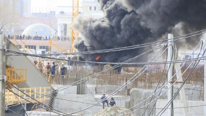 Сотрудник был без допуска: в Челябинске возбудили дело о пожаре на стройке конгресс-холла