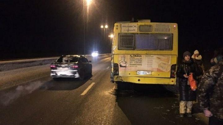 На Красавинском мосту в аварии пострадала пассажирка автобуса