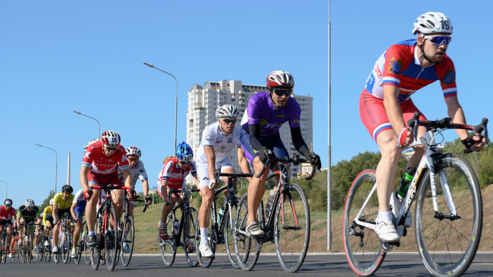 Волгоградцы не выиграли медалей в первой шоссейной велогонке «Волжский ветер» — фоторепортаж