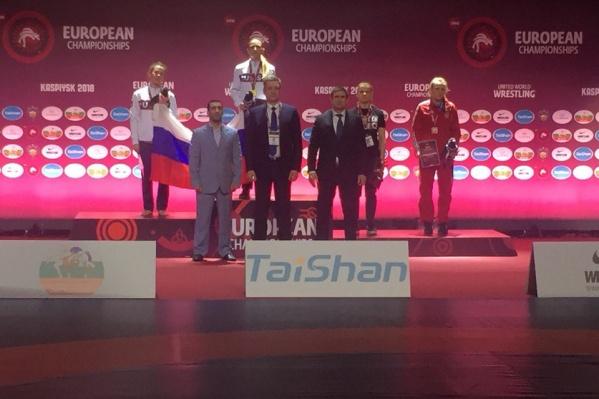 Ирина Громова (слева) стала второй на чемпионате Европы по грэпплингу в апреле, а сейчас борется за медали среди самбисток