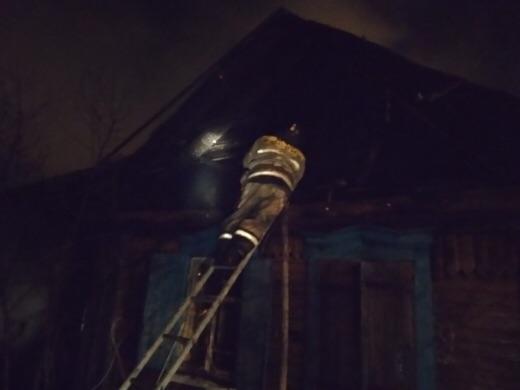 В Уфе заживо сгорел хозяин бревенчатого дома, еще одного человека удалось спасти
