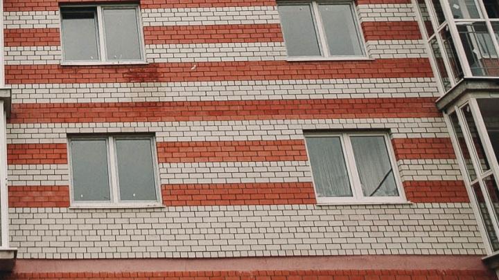 «Ключи вечером отдам»: тюменец сдал чужую квартиру, которую сам снял на сутки, троим забайкальцам