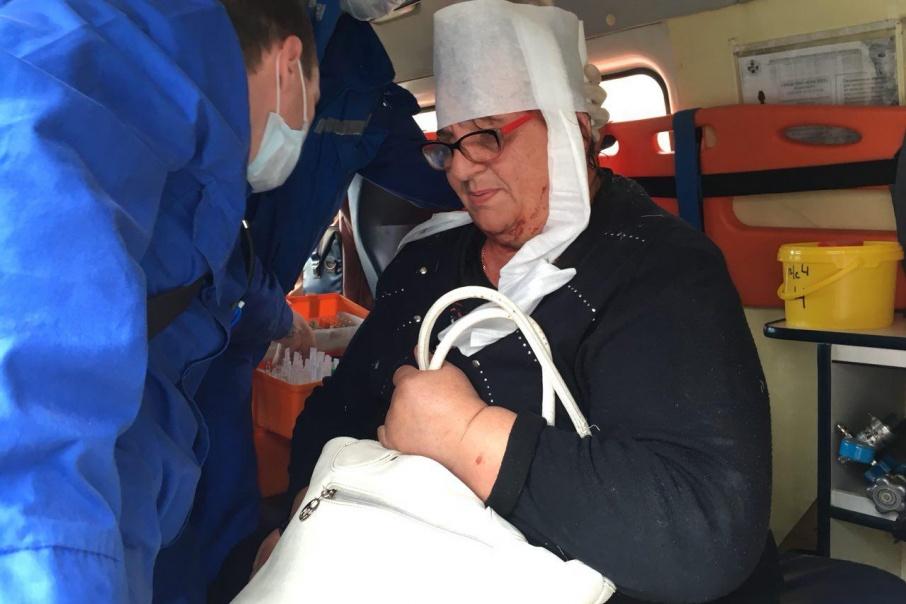 Упав на ступеньках, пенсионерка травмировала голову