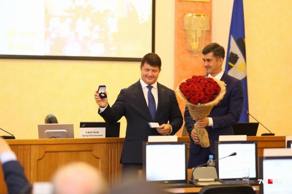 Мэра наградили медалью за безупречную службу