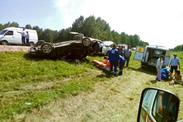 В аварии пострадали две пассажирки перевернувшегося автомобиля