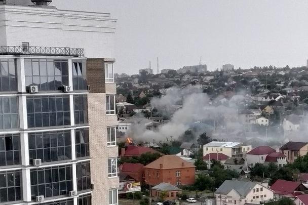 В Волгограде на Ангарском загорелся жилой дом