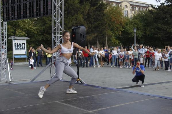Телеканал ТНТ начал танцевальную гонку в 22 городах России