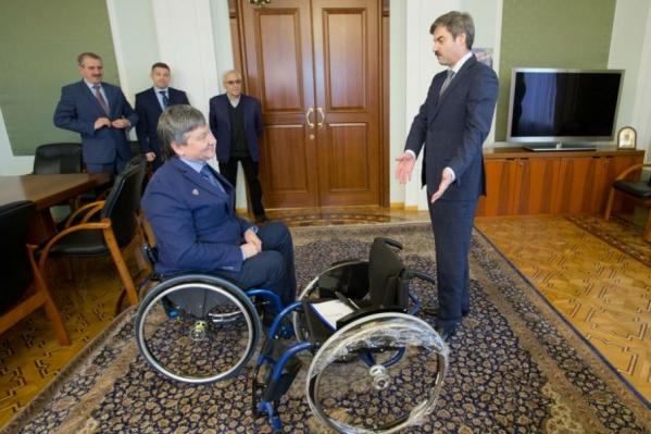С момента первой просьбы кёрлера к губернатору до получения коляски прошло почти два года