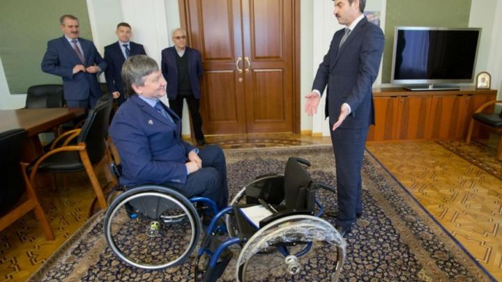 Призёру сочинской Паралимпиады вручили новую коляску после обращения к Путину