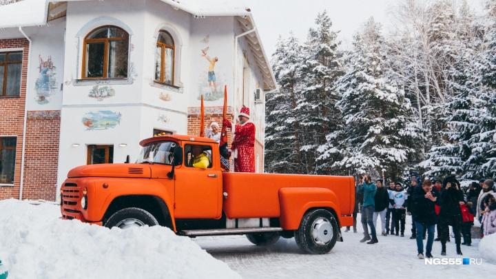 Дед Мороз в хосписе: как празднуют Новый год неизлечимо больные дети