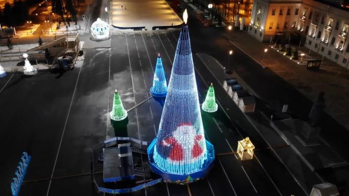 Парад Дедов Морозов и хоккей в валенках: программа новогодних развлечений на площади Куйбышева