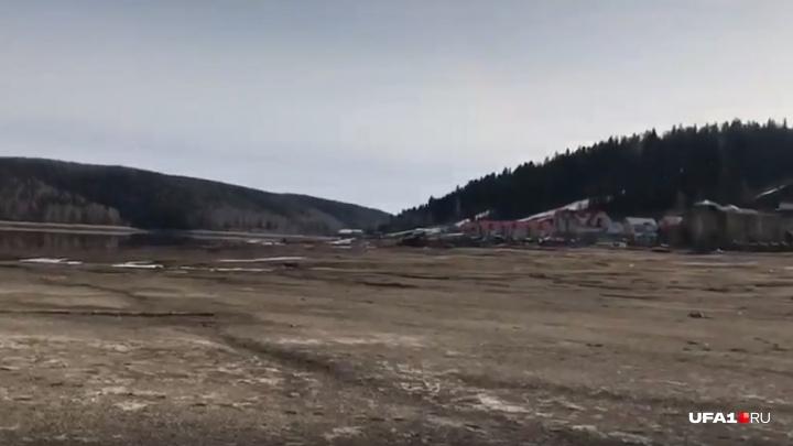 Тут по дну ходить можно: из Павловского водохранилища пропала вода