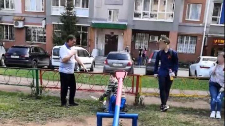 «Вы подошли и бросили фотографии дедов своих!»: уфимец отругал детей за неуважение к фронтовикам