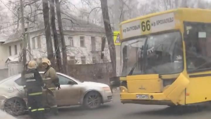 В Перми пассажирка автобуса пострадала в ДТП с иномаркой