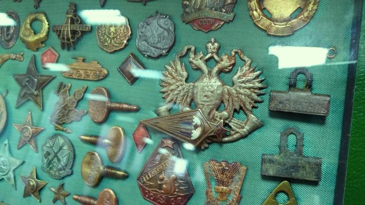 Шашка, икона, сундук: рассматриваем вещи, которые нашли на дне Оми