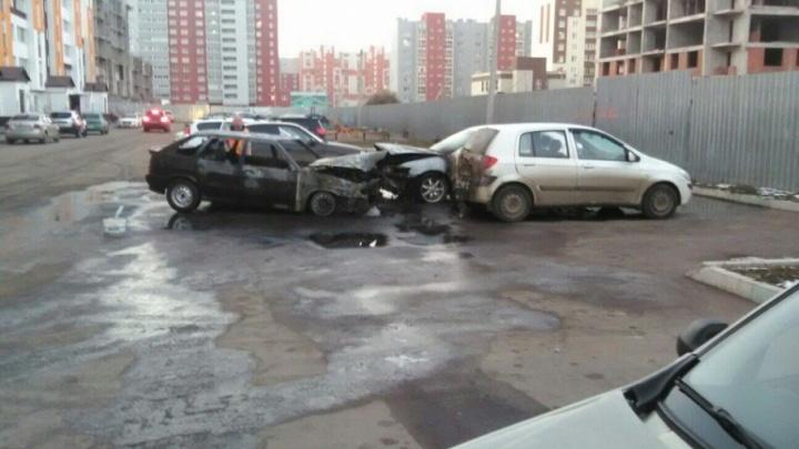 Момент спасения водителя из горящего автомобиля в Стерлитамаке попал на видео