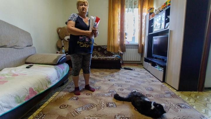 «Наша земля кому-то нужна»: семерых женщин из Волгограда заставляют снести свой единственный дом