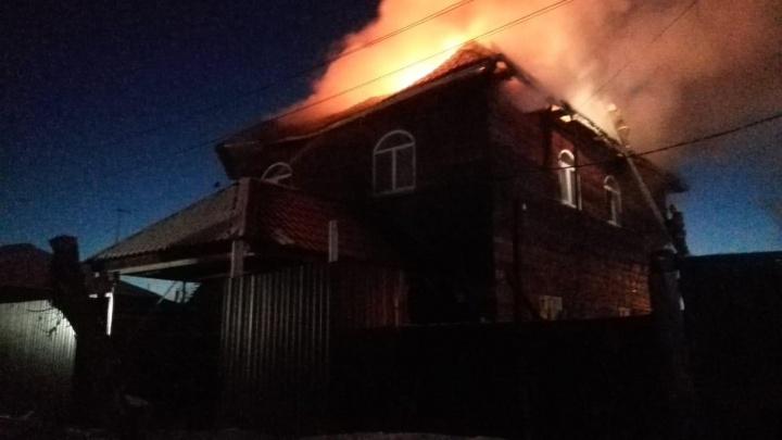 В Кургане сгорел частный дом. На пожаре погибла семейная пара