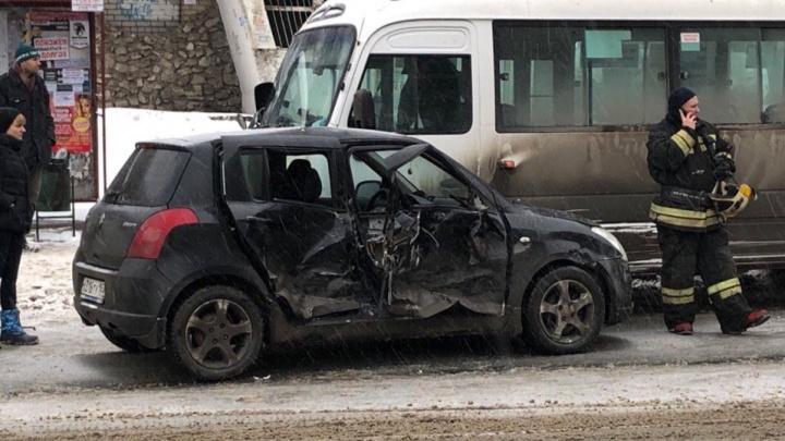 «Людей вырезали спасатели!»: на Пензенской стояли трамваи из-за массового ДТП