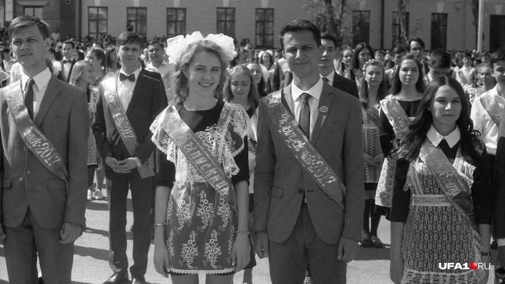 Последний звонок в стиле ретро: отправляем выпускников Уфы в черно-белое прошлое