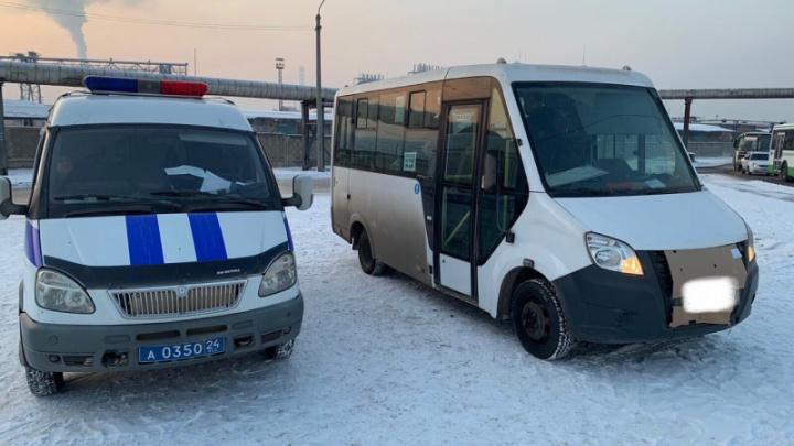 На Глинки остановили автобус с подложными номерами